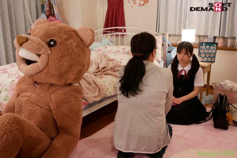露露茶(るるちゃ) 作品SDMU-942:制服美少女惨遭玩偶装变态大叔潜入房间调教。