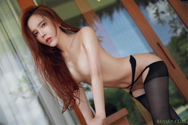 黑丝走光:性感女神艾小青大尺度写真 无内开档户外露出风骚大胆