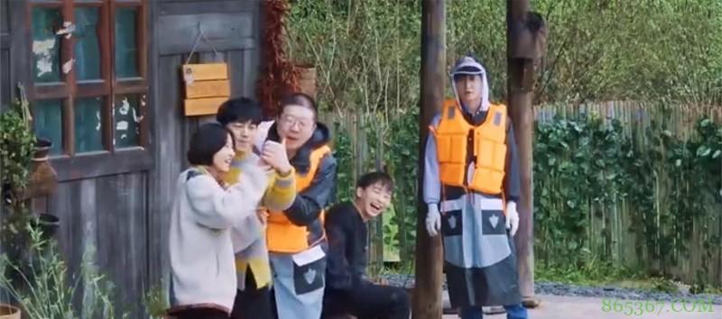 子枫跟杨紫视频说张艺兴想她,众人吃瓜脸纷纷助攻,张艺兴羞臊脸