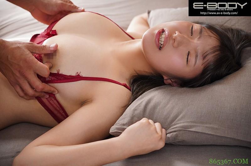 "EBOD-820 :粉红奶头少女""七瀬もも""在九浅一深不断刺激下被中出!"