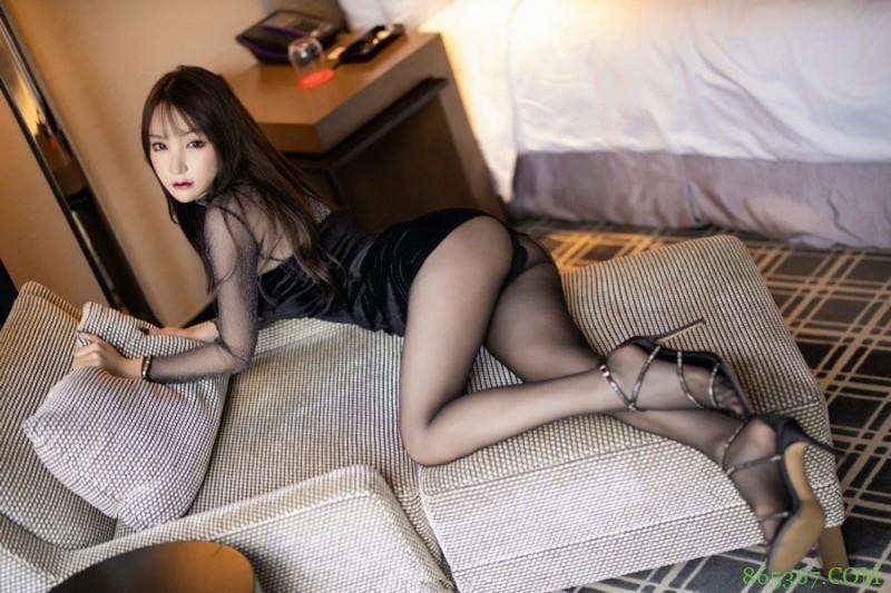 XiuRen(秀人)高冷少妇周于希家中发浪,脱去黑丝情趣衣服蹦出傲人双乳!